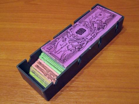 Лоточек с рублёвыми банковскими чеками