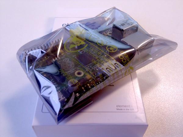 Внутри плата в пакетике