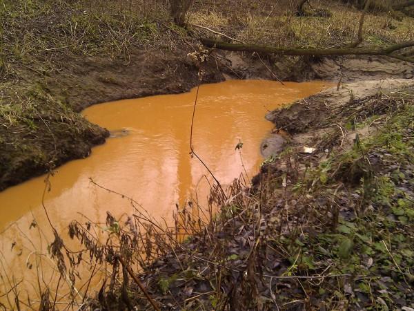 Оранжевая река в повороте
